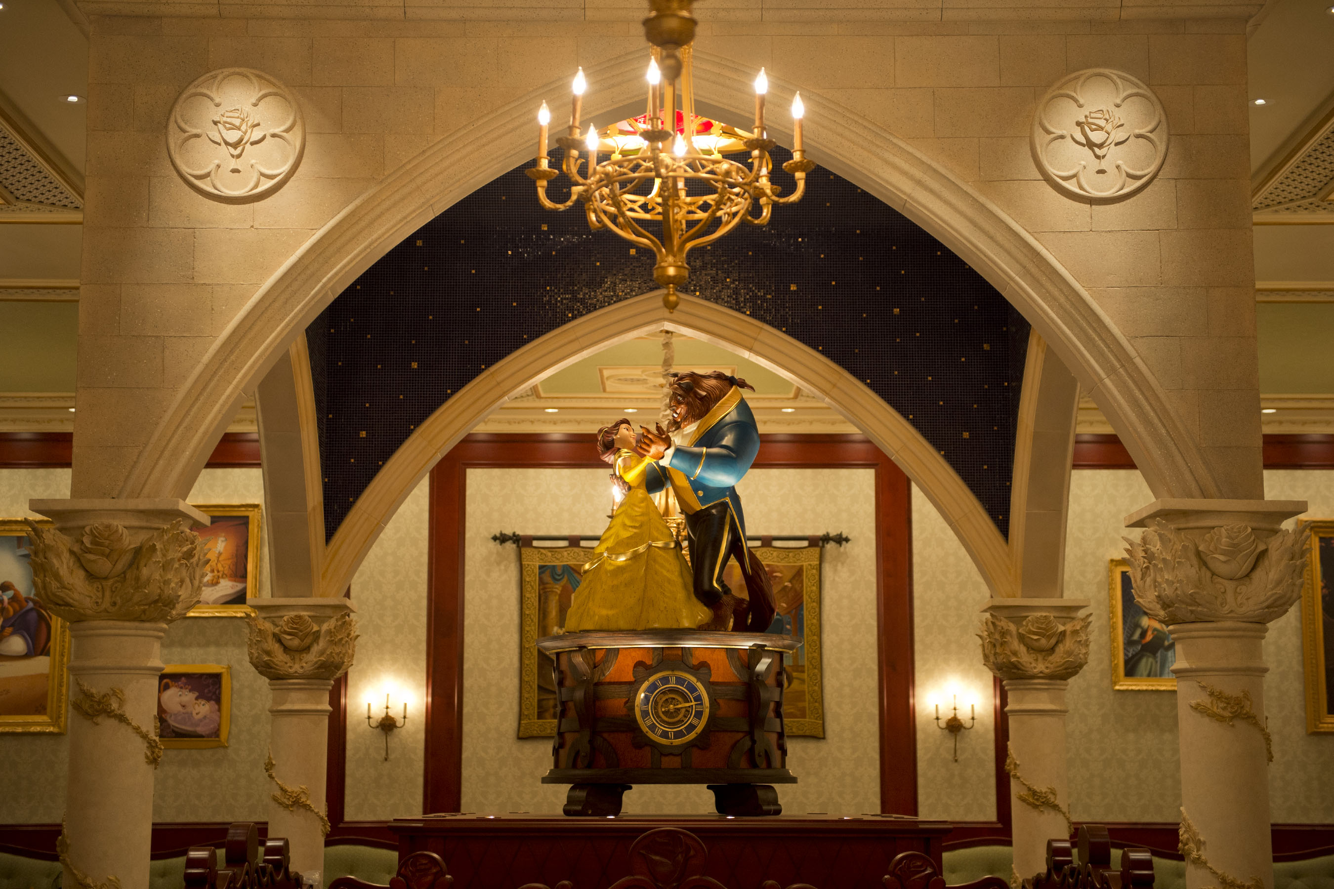 Be Our Guest Restaurant Rose Gallery © Disney
