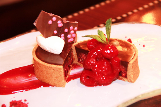 Chocolate & Strawberry Sweetheart Dessert © Disney