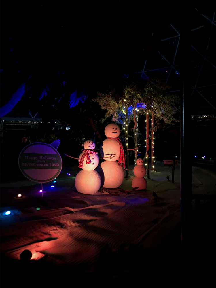 Sand snowmen with red lighting